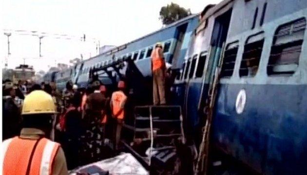 Поїзд зійшов з рейок на південно-сході Індії: 32 загиблих