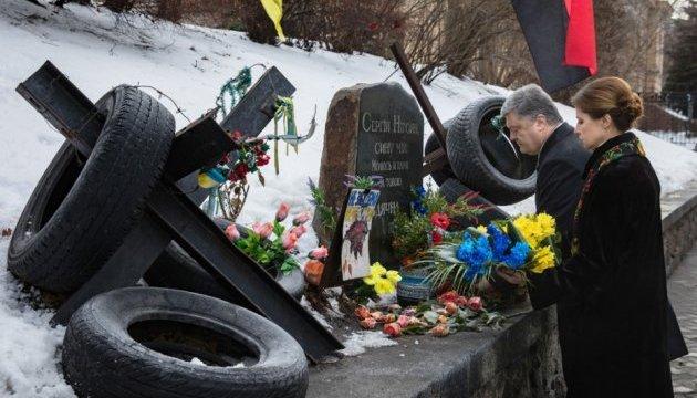 Президент почтил память Героев Небесной сотни