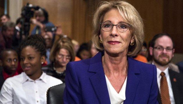Сенат США утвердил миллиардершу Девос в должности министра образования