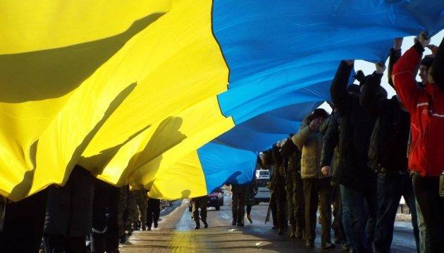 У Станиці Луганській розгорнули 40-метровий прапор поблизу лінії розмежування