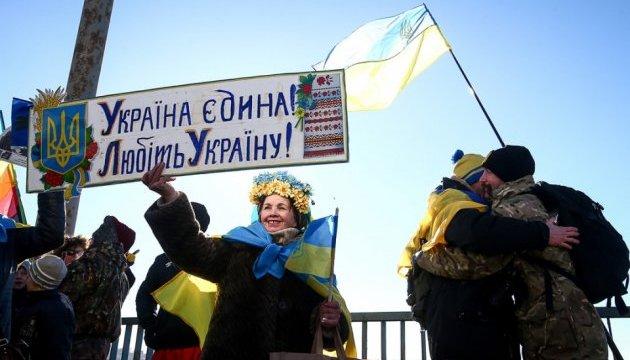 У Запоріжжі містяни з'єднали береги Дніпра «живим ланцюгом» на ДніпроГЕС