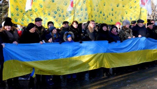 Украинцами чувствуют себя все больше жителей Донетчины