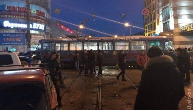 В Одесі трамвай розвернуло поперек вулиці