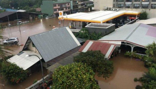 У Французькій Полінезії - повені та зсуви, є постраждалі