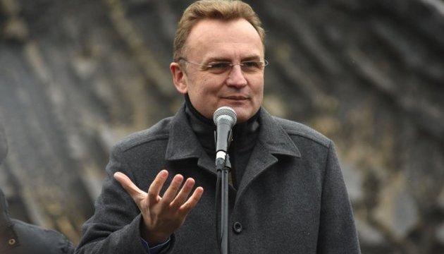 Зі Львова не вивезли понад тисячу тонн сміття - Садовий