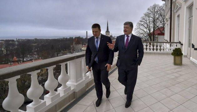 Порошенко проводить переговори з прем'єром Естонії