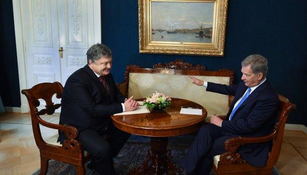Порошенко предупредил президента Финляндии про риски