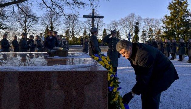 Порошенко у Гельсінкі вшанував пам'ять борців за незалежність Фінляндії