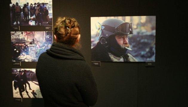 В Нацмузее истории открылась выставка британского фотографа, посвященная Майдану