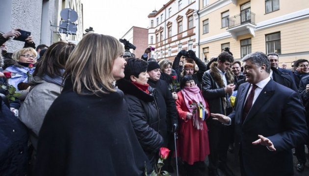 Порошенко зустрівся з українською громадою Фінляндії