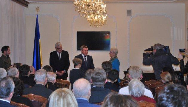 Дещица наградил граждан Польши за сохранение украинских мест памяти
