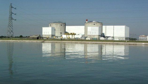 Франция закрывает свою старейшую атомную электростанцию