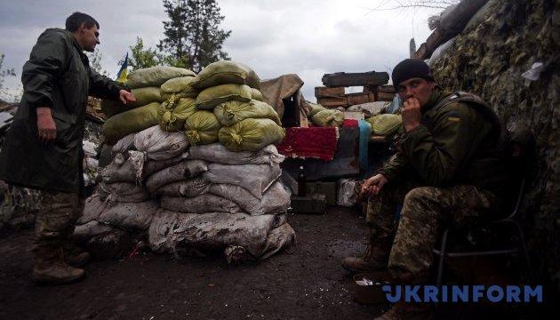 Доба в АТО: 115 ворожих обстрілів, поранені двоє українських військових