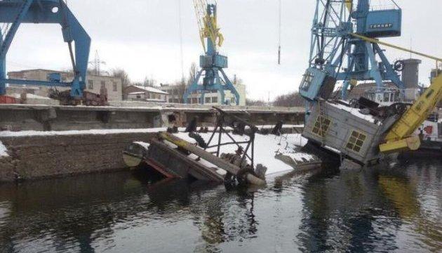 У Дніпро вилилося близько 300 тонн мазуту - ЗМІ