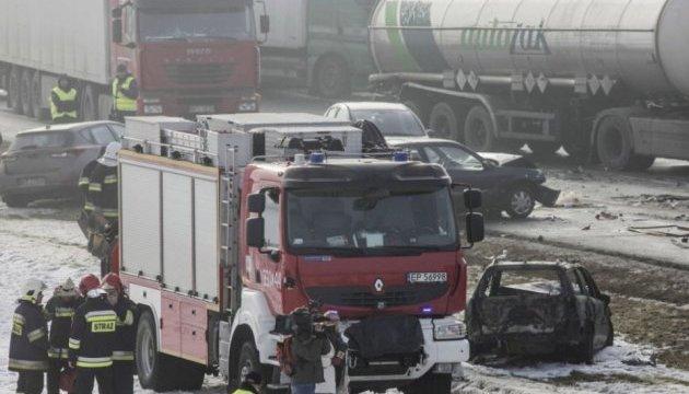 У Польщі через сильний туман зіткнулися понад 70 авто