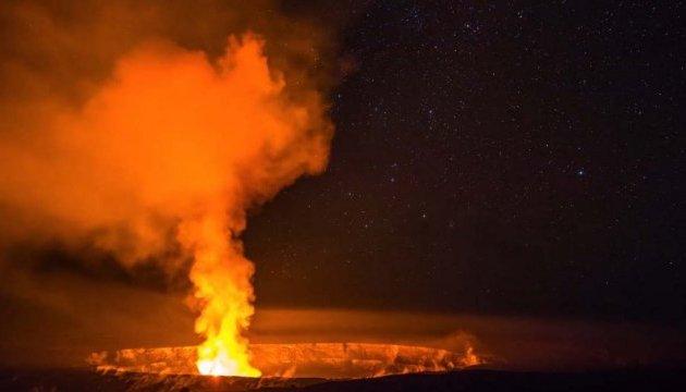 Как извергается гавайский вулкан Килауэа