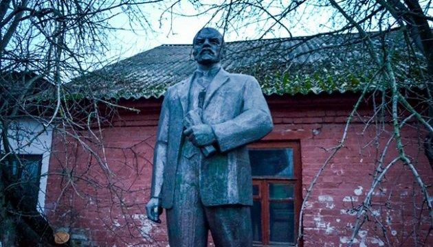Ніжинського Леніна пустять з аукціону разом із постаментом