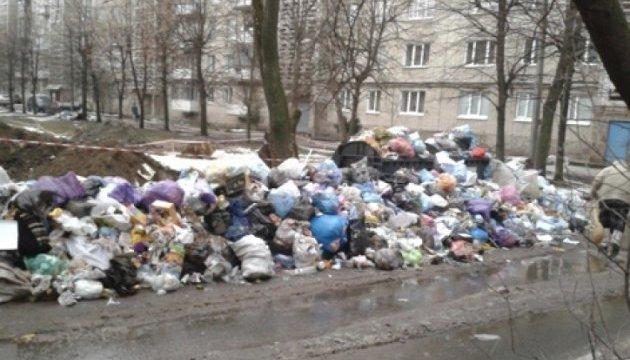 Зі Львова почали вивозити сміття - одночасно з усіх районів