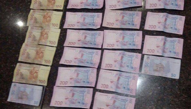 У Дніпрі поліцейський вимагав гроші з підлітка
