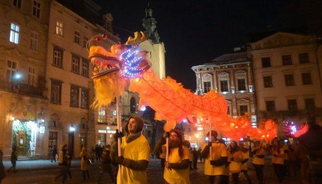 Китайський Новий рік у Львові: лазерне шоу і хода «вогняних драконів»