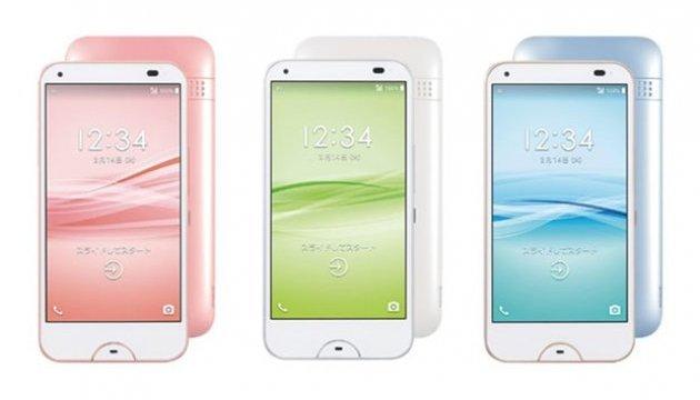 В Японии выпустили смартфон, который можно мыть мылом и антисептиками