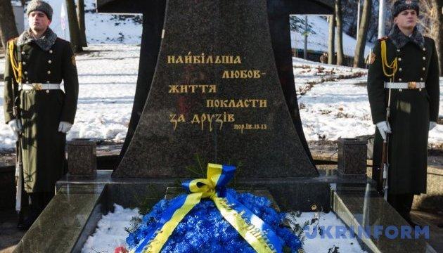 Украинцы чтят память Героев Крут