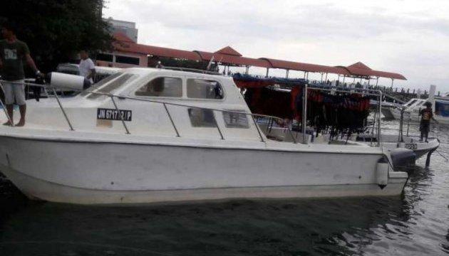 Біля Борнео врятували капітана та моряка зі зниклого малайзійського судна