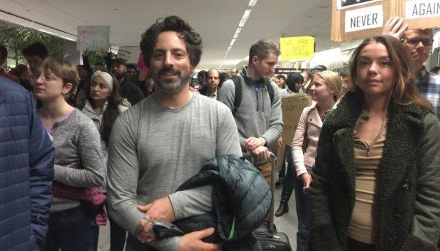 Основатель Google пришел на митинг против