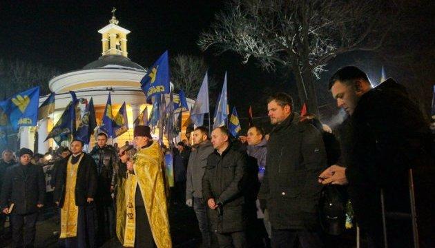 Смолоскипна хода в Києві завершилася молебнем на Аскольдовій могилі