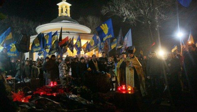 Факельное шествие в Киеве завершилось молебном на Аскольдовой могиле