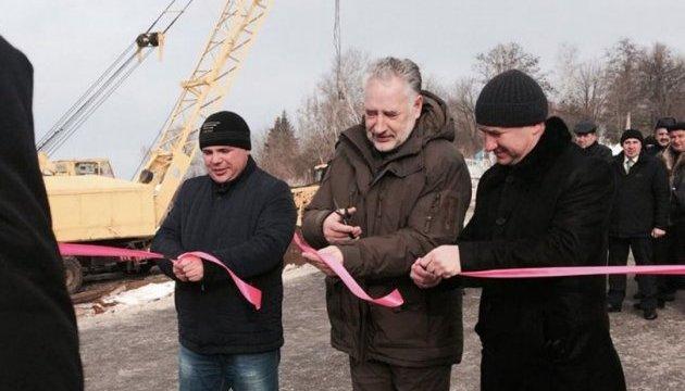 На контролируемой части Донецкой области продолжаются строительные работы