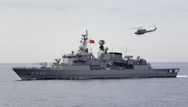 Турецкий корабль с начальником генштаба «оказался» в водах Греции