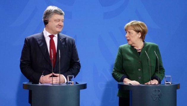 Минск: Порошенко призвал Меркель к