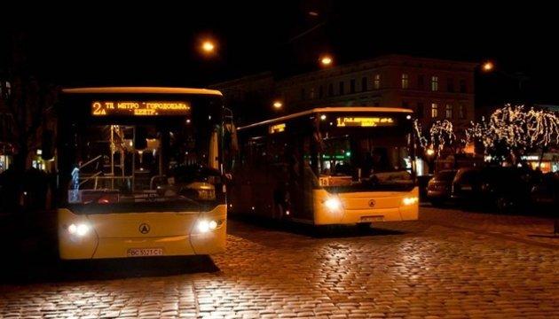 В КМДА сказали, скільки пасажирів перевезли столичні нічні маршрути