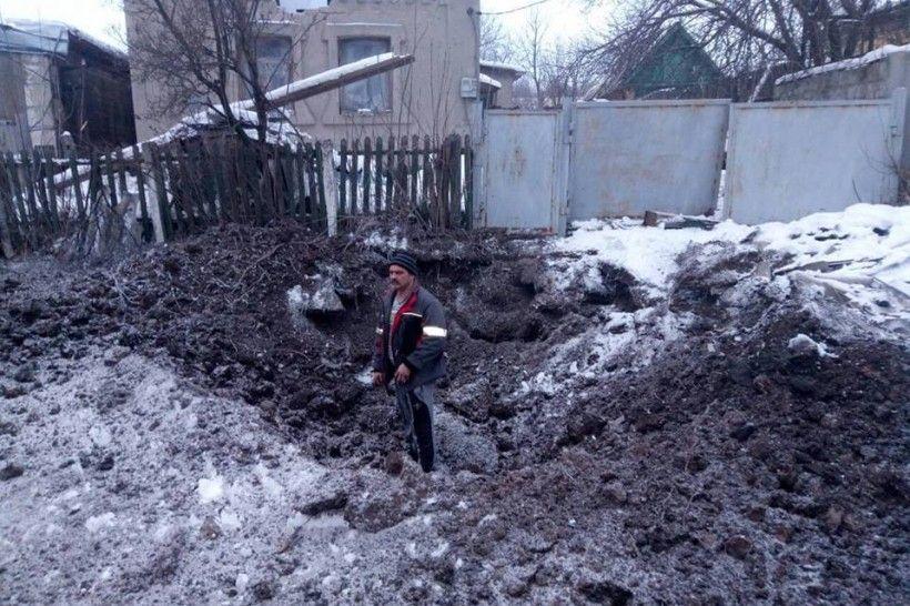 Наслідки обстрілів житлового кварталу Авдіївки