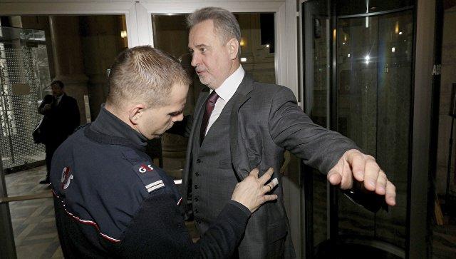 Дмитро Фірташ при вході до залу суду у Вені (Австрія)