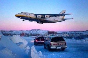 """乌克兰飞机""""鲁斯兰""""解救被冰雪围困的瑞士飞机"""