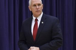 У вице-президента США уверяют, что он не болен COVID-19
