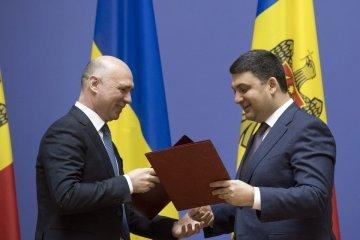 """Україна і Молдова підписали угоду на """"8 конкретних пунктів"""""""
