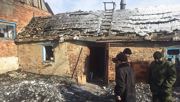 Бойовики обстріляли житлові квартали та будинки двох сіл Донеччини - СЦКК