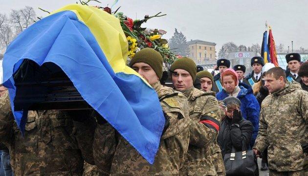 «Герої не вмирають»: на Майдані попрощалися із загиблими захисниками Авдіївки