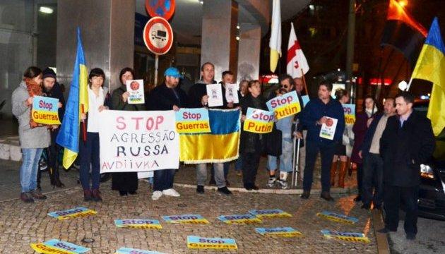 Украинцы, пикетируя посольство РФ, обратились к президенту Португалии