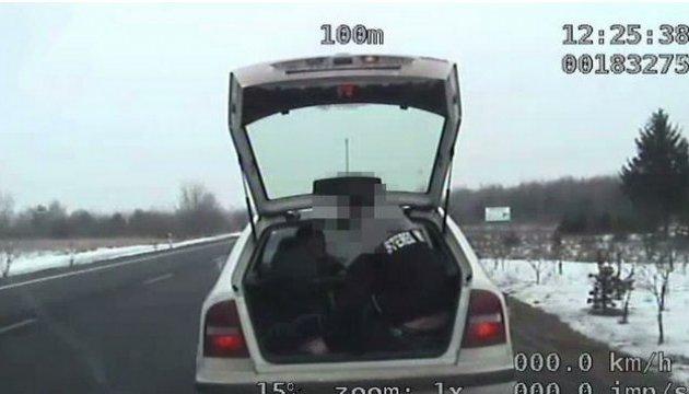 Українець подорожував у Польщі в багажнику автомобіля