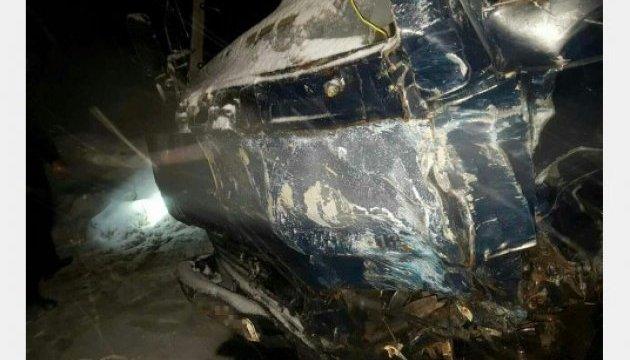В Харькове грузовик влетел в иномарку, есть погибший