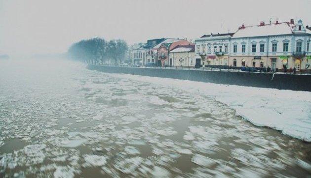 У мережу виклали рух льодоходів, що можуть затопити міста Закарпаття