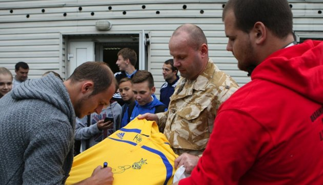 Литовские фанаты поддержали Романа Зозулю