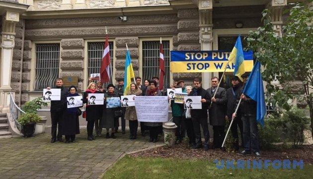 Украинцы и друзья Украины в ЕС поздравляют Сущенко