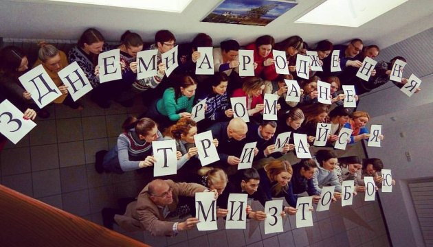 Укринформ поздравил Сущенко флешмобом