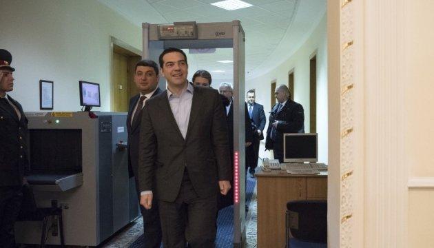Ципрас: Греция заинтересована в мирных путях урегулирования на Донбассе