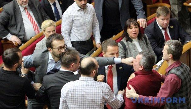 Лещенко скаржиться, що Мельничук не вибачився за бійку